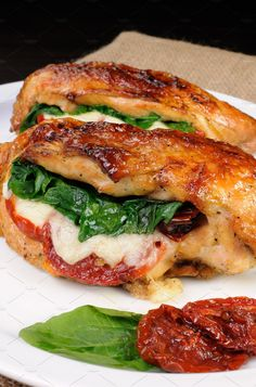 Chicken breast stuffed with mozzarella and dried tomatoes .- Chicken breast stuffed with mozzarella and dried tomatoes, with sweet potato puree – nettetipps. Chicken Breast Recipes Healthy, Baked Chicken Breast, Healthy Soup Recipes, Easy Chicken Recipes, Raw Food Recipes, Cooking Recipes, Chicken Breasts, Easy Recipes, Chicken Tenders