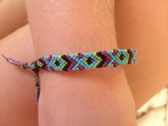 Photo by etyra Friendship bracelet pattern 4782 #friendship #bracelet #wristband #craft #handmade #diy #doityourself #howto #instructions #hobby #tutorial #pattern #braceletbook #chevron #fish #diamonds