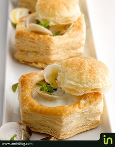 Clam chowder soup in puff pastries, will use fresh potatoes instead of artificial bag. Clam Chowder Soup, Clam Chowder Recipes, Chicken Corn Chowder, Soup Recipes, Cooking Recipes, Clam Recipes, Vol Au Vent, Puff Pastry Recipes, Puff Pastries