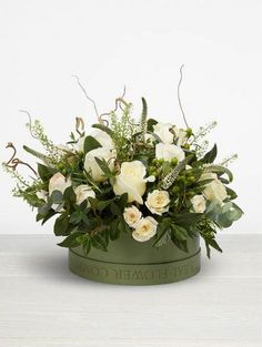 Hottest Images modern Funeral Flowers Ideas Whether you're preparing and also going to, memorials are always a somber and in some cases demanding occasion. Romantic Flowers, Real Flowers, Amazing Flowers, Wedding Flowers, Funeral Flower Arrangements, Modern Flower Arrangements, Funeral Flowers, Hat Box Flowers, Flower Boxes