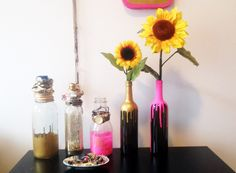 how to decorate wine bottles - Yahoo Image Search Results Empty Wine Bottles, Wine Bottle Art, Wine Bottle Crafts, Glass Bottles, Vase Crafts, Dyi Crafts, Vases Decor, Bottle Decorations, Mason Jars
