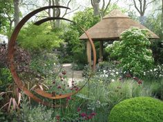 Circular sculpture -- Chelsea Flower Show Tour with Sisley English Garden Tours