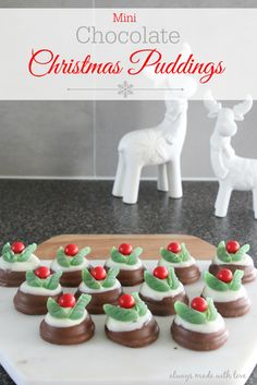 These Chocolate Christmas Puddings are super cute, fun, easy and a MUST on my Christmas baking list every year. These Chocolate Christmas Puddings are super cute, fun, easy and a MUST on my Christmas baking list every year Christmas Catering, Christmas Nibbles, Summer Christmas, Christmas Party Food, Christmas Snacks, Xmas Food, Christmas Cooking, Christmas Goodies, Christmas Candy