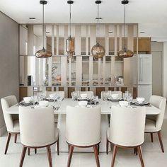 Com um design lindo e elegante, a divisória trouxe muita bossa ao ambiente!! Também gostei muito dos pendentes com vidro fumê! E me contem o que acharam!! (Marque aqui se o projeto for seu!) #decor #decoração #decoracao #decorating #decoration #architecture #arquitetura #homedecor #decorations #projeto #homestyling #homestyle #archilovers #lifestyle #home #house #archilovers #interiordesign #homedesign #design #interiors #interiores #diningroom #saladejantar #ambiente #designdeinteriores…