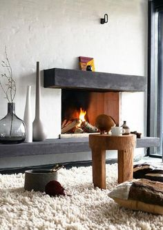 manteau de cheminée, belle cheminée ouverte, tapis fantastique crème