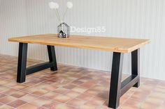 Industriële tafel met tafelblad van eikenhout