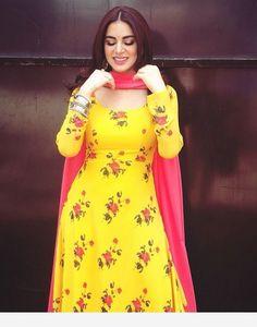 Dress Indian Style, Indian Fashion Dresses, Pakistani Dresses, Indian Outfits, Indian Clothes, Ethnic Fashion, Churidar Designs, Kurta Designs Women, Blouse Designs