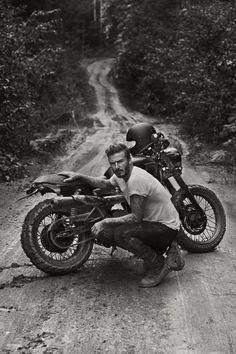 Der ehemalige Fußball-Weltstar David Beckham war mit einer Triumph Bonneville T100 im Dschungel unterwegs. Zusammen ...