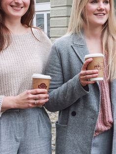 We have hot drinks to go. ☕ Perfect to warm up on these cold January days. Coffee To Go, January, Cold, Warm, Drinks, People, Fashion, Drinking, Moda