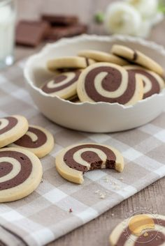 Chocolate spiral biscuits / vanilla - Barley sugar and Gingerbread - Becca Summer Dessert Recipes, Healthy Dessert Recipes, Summer Desserts, Cookie Recipes, Delicious Desserts, Snack Recipes, Frosting Recipes, Chicken Recipes With Cream Cheese, Ice Cream Recipes
