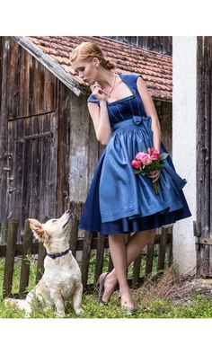 "Tian van Tastique ""Claudine"" Blaues Dirndl mit Seidenschürze"