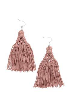 Orecchini con nappine: Orecchini in metallo con grandi nappine in tessuto. Lunghezza 10 cm.