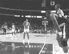 Jordan tira tiro y coge rebote