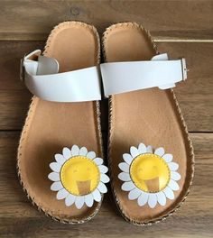 SUNFLOWER TEASE White Casual Chappal