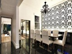 love the high gloss floor! Dining Area, Dining Rooms, Architect Design, Damask, My House, Flooring, Black And White, Wallpaper, High Gloss