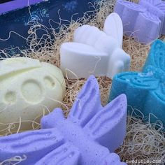 Bath bombs are so cool. Basically, you're doing a chemistry experiment in the name of Spa Day. How could anyone not like that combo? They also make great gifts (hint! hint!) and kids love them. Sin…