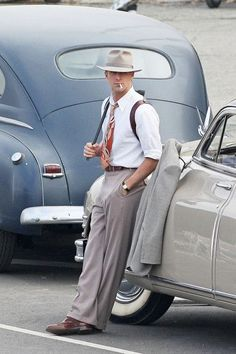 Ryan Gosling, in The Gangster Squad. Perfect in every way Ryan Gosling, in The Gangster Squad. Ryan Gosling, Vintage Men, Vintage Fashion, Vintage Prom, Vintage Hats, Victorian Fashion, 1920 Men, Suspenders Outfit, Retro Mode