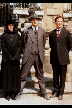 Alan Rickman with Liam Neesaon and Julia Roberts, from 'Michael Collins' Don't we look dapper, Alan?;)