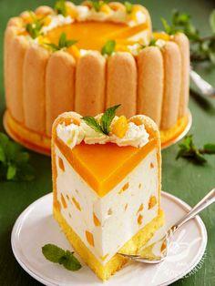 Charlotte abricots et fromage blanc - Recetas Bolo Charlotte, Charlotte Dessert, Köstliche Desserts, Dessert Recipes, Pumpkin Cheesecake Recipes, Torte Cake, Food Cakes, Chocolate Recipes, Sweet Recipes