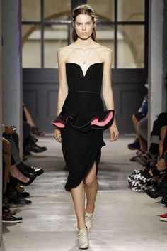 Balenciaga Spring 2013 Ready-to-Wear - Collection - Gallery - Style.com Balenciaga Spring, Best Fashion Designers, Fashion Forecasting, Timeless Fashion, Luxury Fashion, Love Fashion, Fashion Show, Fashion Details, High Fashion