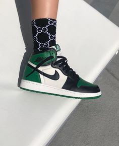 Ideas For Sneakers 2019 Trends Nike Nike Air Shoes, Sneakers Nike, Nike Jordan Shoes, Zapatillas Nike Jordan, Sneaker Outfits Women, Aesthetic Shoes, Hype Shoes, Fresh Shoes, Sock Shoes