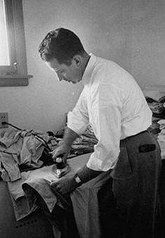 How to properly iron a man's dress shirt. (now that Matt has a 9-5... i've got 5 shirts a week to iron...)