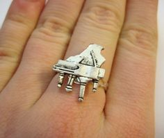 Can this be my wedding ring? Music Rings, Music Jewelry, Piano Gifts, Instruments, Baby Grand Pianos, Charm Rings, Piano Music, Crazy Shoes, Music Stuff