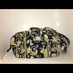 "🎉SALE🎈Vera Bradley ""Yellow Bird on the Go"" purse 🎉$10 SALE! FINAL PRICE! Comment for custom bundling to save on shipping only. No add'l bundle discount! Really great pre-loved condition! Approx 13"" in length, approx 7"" in height, approx 5"" in width.  Handles are quite long and fit well over your shoulder, even w/ bulky clothes. Straps are approx 13"" in height. Lots of pockets & zipper on inside, key chain clipper. Front has one small pocket. Take a peep inside @derinda 's closet for the…"