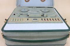 Telefunken-M24-Vintage-Audio-Tape-Recorder-in-transport-_57.jpg (JPEG-kuva, 1152×768 kuvapistettä)