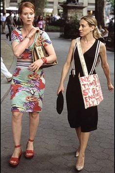 Miranda in floral dress and Carrie with suspenders, Season 4 Episode 11: Coulda, Woulda, Shoulda | #fashion #carriebradshaw #mirandahobbes #sexandthecity