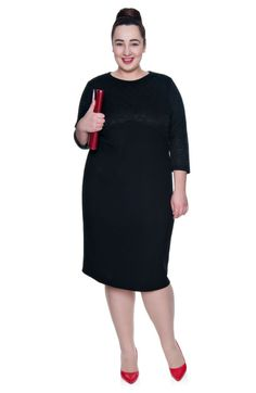 Prosta czarna sukienka z delikatnym zdobieniem - Modne Duże Rozmiary