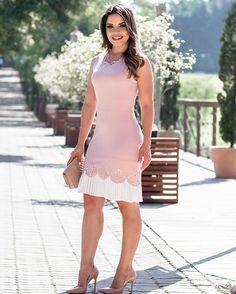 { Um vestido para encantar da @eternafashion, rose com plissado na barra que dá um ar de romantismo e elegância} Amei esse look ❤️ @eternafashion  Para compra: (11)3331 9419 (11) 99169 6470