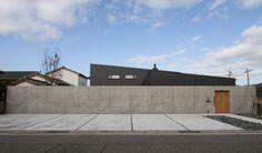 Garage House, Garage Doors, Atrium House, Modern Tiny House, Sunroom, Entrance, Backyard, Exterior, House Design