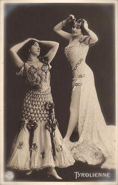 La Belle Otero vs Liane de Vries, Famous Belle Epoque Ladies Folkloric Tyrolienne Dance Fantasy Original Rare 1900s German Photo Postcard