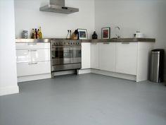 grindvloer grijs - Google zoeken Kitchenette, Grey Flooring, Dream Kitchen, Cool Kitchens, Kitchen Cabinets, Kitchen, Marmoleum, Countertop Remodel, Home Kitchens