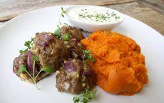 Greske kjøttboller med søtpotet- og gulrotmos og tzatziki