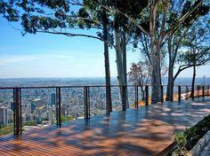 Mirante do Mangabeiras – Belo Horizonte – área de preservação com 35.400 m², localizado no bairro Mangabeiras. O espaço conta com dois decks de madeira instalados e proporciona uma vista panorâmica da cidade e do Parque das Mangabeiras. Em breve, o espaço ganhará a maior tirolesa de Minas Gerais.