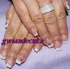 Paznokcie żelowe - french manicure z fioletowymi kwiatkami http://esteraowczarz.blogspot.com/2014/03/ponadczasowy-french-manicure.html