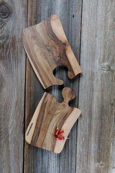 Woodguru ponuja slovenske unikatne lesene izdelke, postrežne deske in deske za rezanje. V Woodguru-ju so združena desetletja izkušenj, kar nam omogoča, da so vse deske visoke kakovosti in unikatnih oblik ter vzorcev. Woodworking Shop, Woodworking Plans, Woodworking Projects, Kitchen Board, Coaster Design, Wood Cutting Boards, Charcuterie Board, Walnut Wood, Craft Fairs