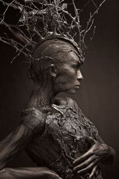 Lunatica Desnuda: Fantastic Russian Tree-Inspired Body Art grimm and fairy photographic art. the tree elf, dryad contemporary fantasy fairytale art Dark Fantasy Art, Dark Art, Makeup Fx, Dark Beauty, Oeuvre D'art, Artwork, Concept Art, Fine Art, Pictures