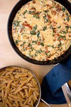 Chicken pasta with cream, spinach & sundried tomatoes Pasta Recipes, Chicken Recipes, Dinner Recipes, Cooking Recipes, Healthy Recipes, I Love Food, Good Food, Yummy Food, Enjoy Your Meal