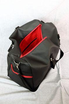 Le sac week-end Boston en simili noir et coton rouge d'Aurély. - Patron de couture Sacôtin