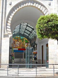 Malaga de arabische poort - hoofdingang van Mercado Atarazanas