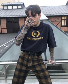 men's street style outfits for cool guys Grunge Outfits, Grunge Fashion, Boy Outfits, Cute Outfits, Fashion Outfits, Fashion Trends, Modern Punk Fashion, Aesthetic Fashion, Aesthetic Clothes