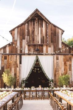Rustic country wedding stunning and delightful wedding decoration. Article advice 6478858362 , diy rustic country wedding simple put together on 20190419 Trendy Wedding, Perfect Wedding, Dream Wedding, Wedding Ideas, Fall Wedding, Wedding Decorations, Elegant Wedding, Wedding Inspiration, Wedding Pictures