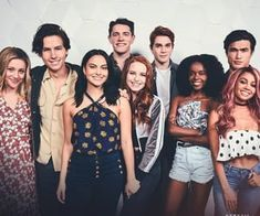 Hi you, Today I decided to share you my Riverdale playlist. It's music we heard in season 1 and season 2 of Riverdale. Riverdale High School, Watch Riverdale, Riverdale Cast, Riverdale Memes, Veronica, Luke Perry, Perfect Man, Hunger Games, Betty Cooper Riverdale