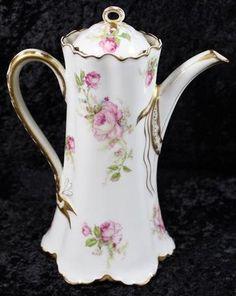 Antique Dishes, Vintage Dishes, Antique China, Vintage Teapots, Tea Sets Vintage, Chocolate Pots, Chocolate Coffee, Pottery Vase, Ceramic Pottery