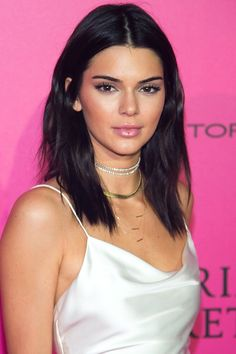 Style hairstyles medium – 14 beautiful styles for shoulder-length hair - New Hair Styles 2018 Medium Hair Cuts, Medium Hair Styles, Short Hair Styles, Haircut Medium, Medium Length Hair With Layers Straight, Pelo Kendall Jenner, Kendal Jenner Hair, Kendall Jenner Hair Color, Kendall Jenner Hairstyles
