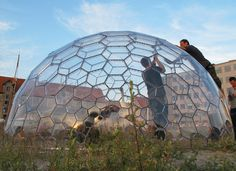 Tips on Planning as well as Building Your Home Greenhouse – Greenhouse Design Ideas Dome Structure, Geodesic Dome Homes, Cladding Materials, Permaculture Design, Permaculture Garden, Home Greenhouse, Dubai Skyscraper, Dome House, Building Systems