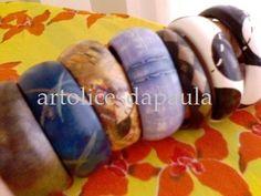 Pulseiras de madeira pintadas à mão